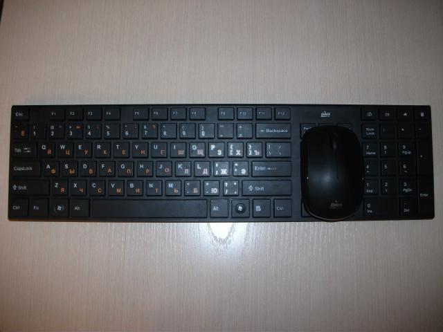 Продам Продам беспроводную клавиатуру с мышкой