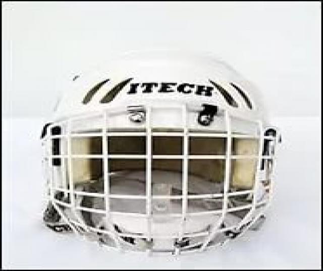 Продам хоккейный комплект
