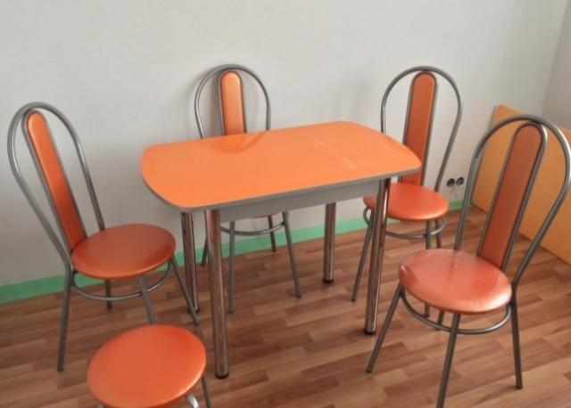 Продам стол и стулья (новые)