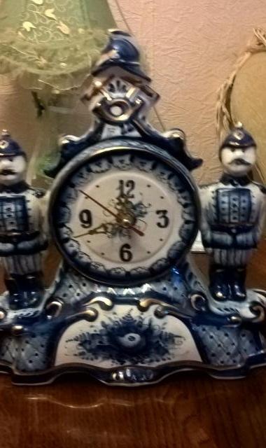 Продам Часы фарфоровые Гжель