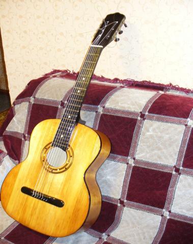 Продам продам антикварную семиструнную гитару