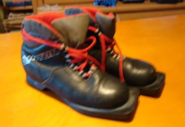 Продам ботинки лыжные