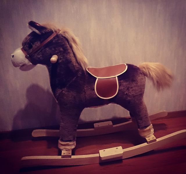 Продам Лошадь-качалка