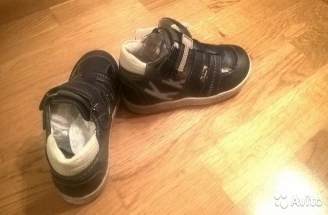 Продам Новые детские ботинки 27р