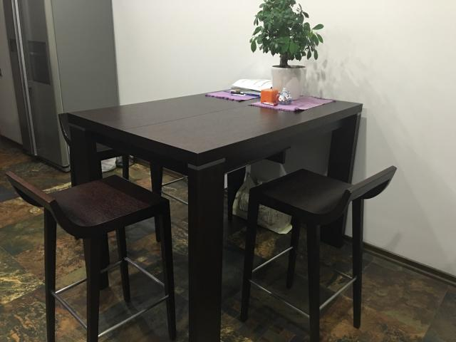 Продам: Обеденный стол и стулья