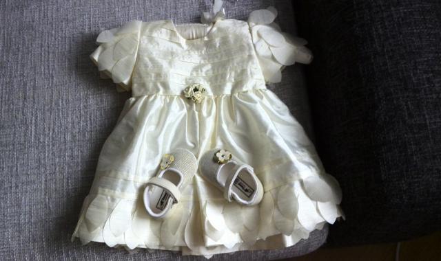Продам Нарядное платье/ пинетки