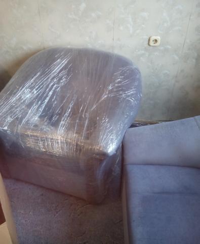 Продам угловой диван и кресло
