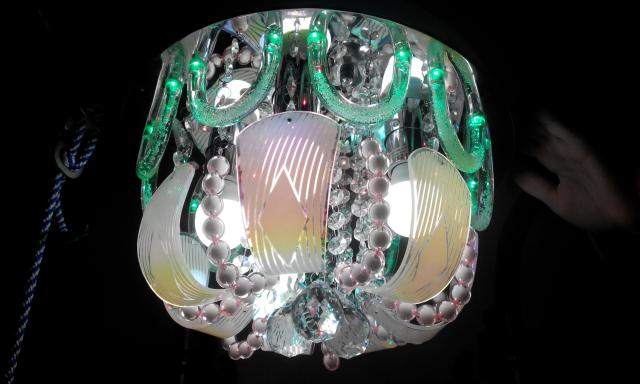 Продам люстра с пультом на 5 ламп М-05