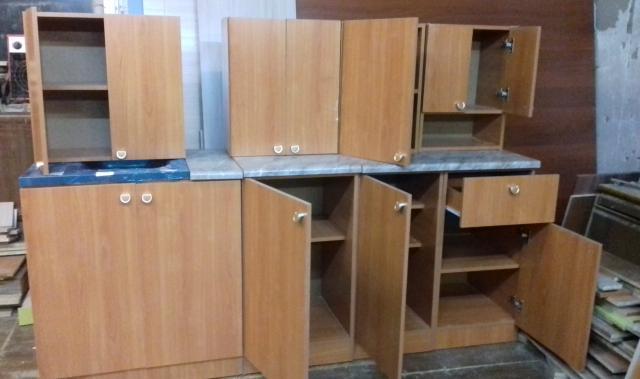 Продам: кухонные полки и стол-тумбы