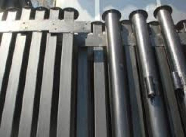 Продам Металлические столбы для заборов.