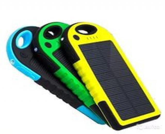 Продам: солнечная зарядка с аккум-м и фонарём