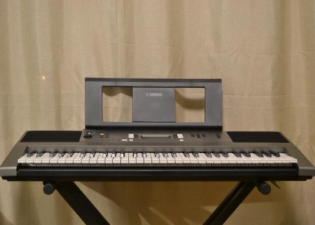 Продам Синтезатор Yamaha PSR-E353