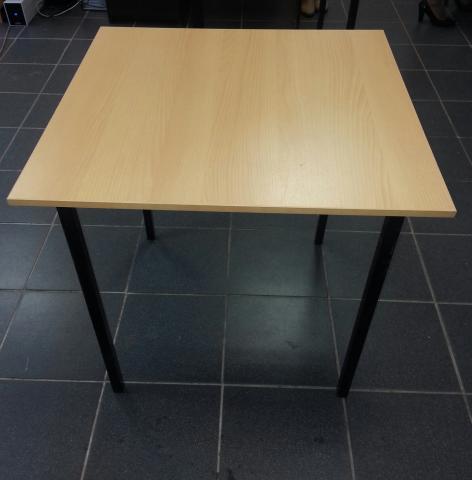 Продам: Стол обеденный (ЛДСП)