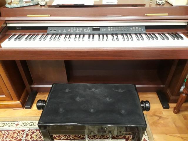 Продам Цифровое фортепиано Clavinova CLP-240С