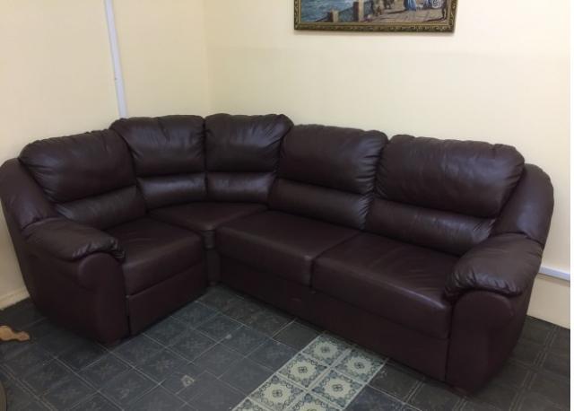 Продам: Угловой диван из эко-кожи.