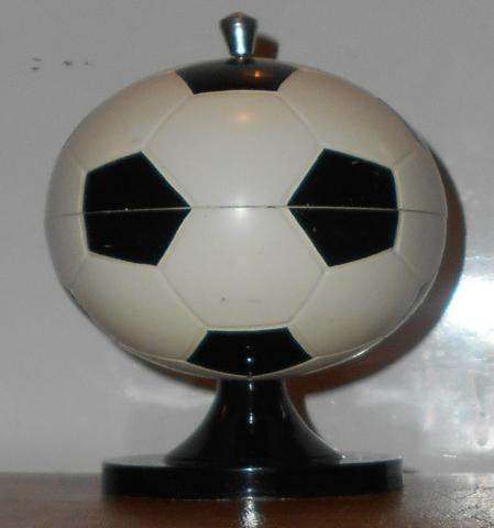 Продам:  Сигаретница СССР. Футбольный мяч