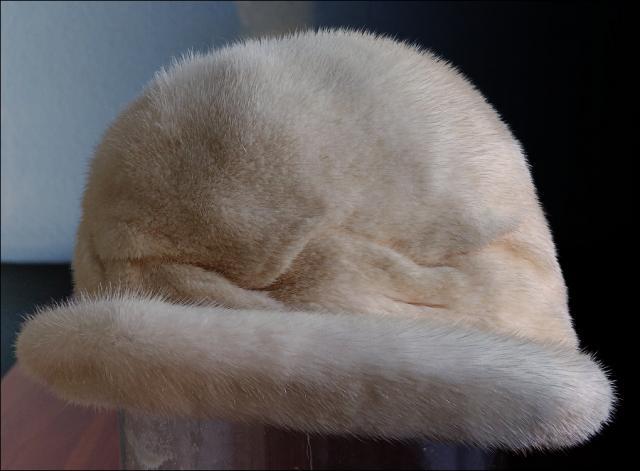 Продам норковую шапку цвет жемчуг