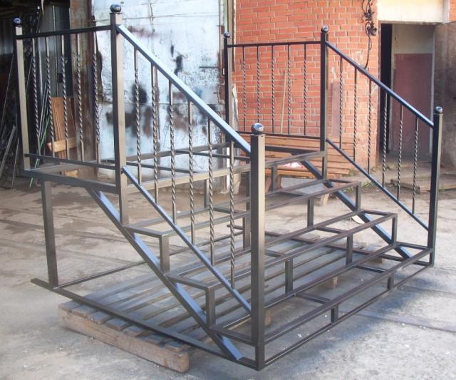 Продам Входной лестницы каркас