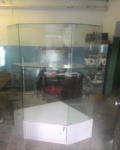 Продам Витрины стеклянные многогранные