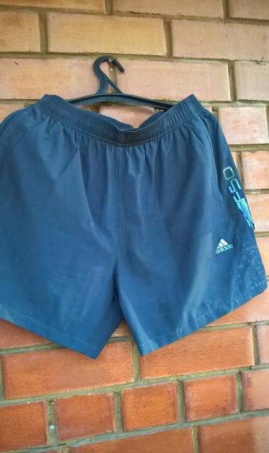 Продам Шорты Adidas темно-синие. Размер 50