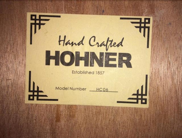 Продам классическую гитару Hohner HC06