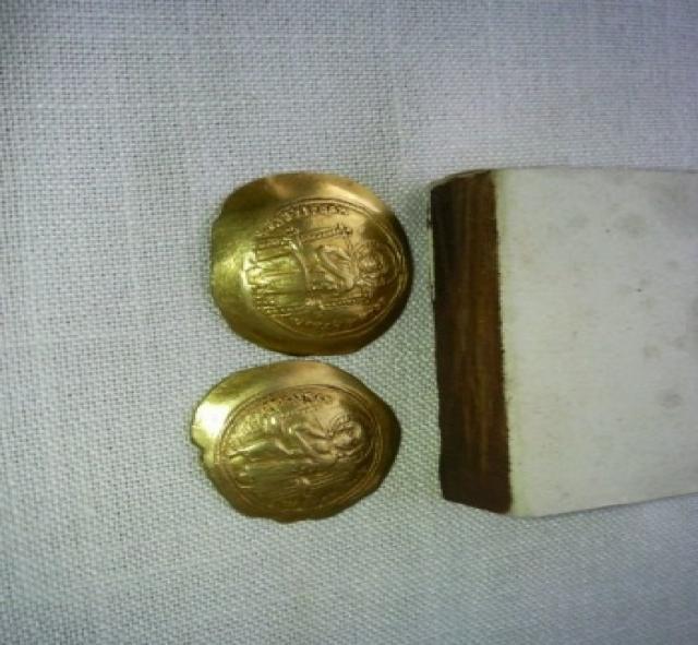 Продам Монета золотая визандия  11 век.