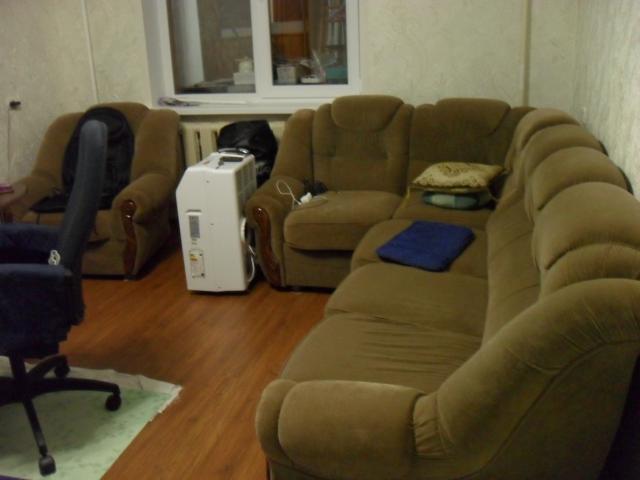 Продам мягкий угловой диван с креслом