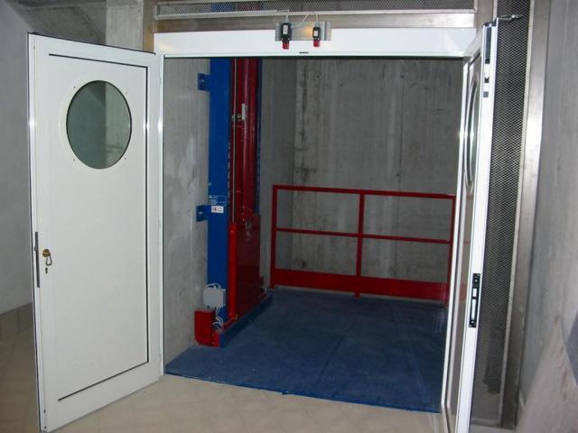 Продам Грузовой лифт для склада, магазина