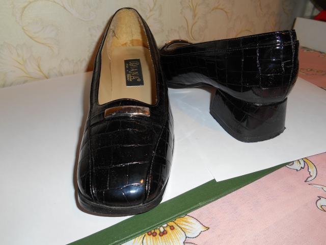 Продам: туфли черные лаковые