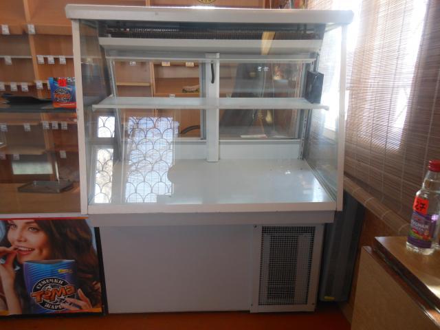 Продам холодильник-витринный,среднетемпературны