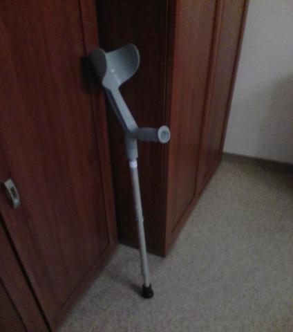 Отдам даром: костыль с подлокотником - 2 шт