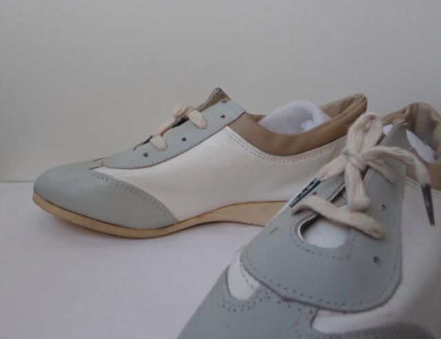 Продам Спортивные туфли на шнуровке из нат.кожи