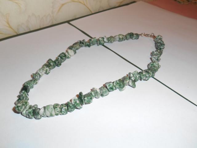 Продам ожерелье малахитовый камень натуральный