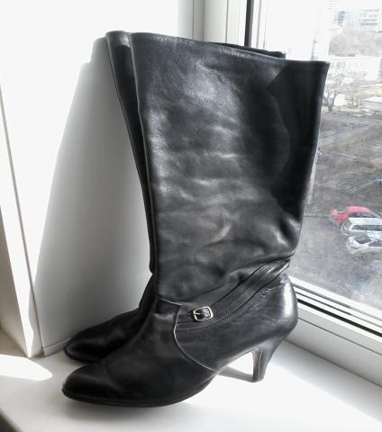 Продам: Сапоги женские на каблуке р.36