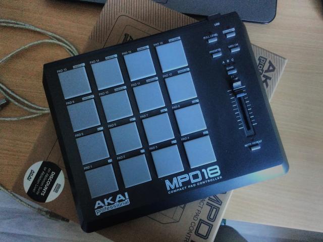 Продам MIDI Контроллер
