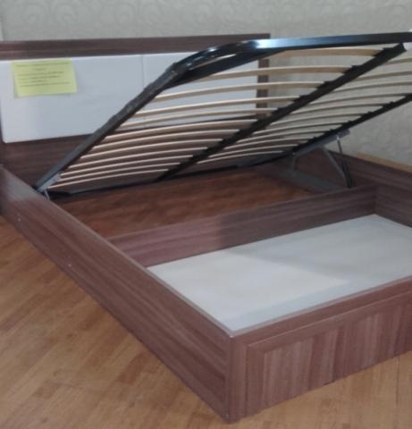 Продам Кровать 1,6 с подъемным механизмом