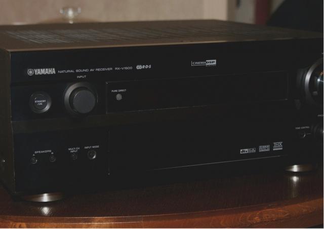 Продам AV-Ресивер Yamaha RX-V1500 Мощный