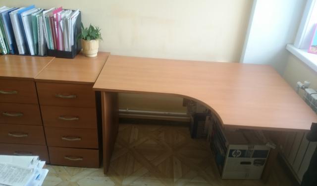 Продам: Компьютерные столы и тумбы