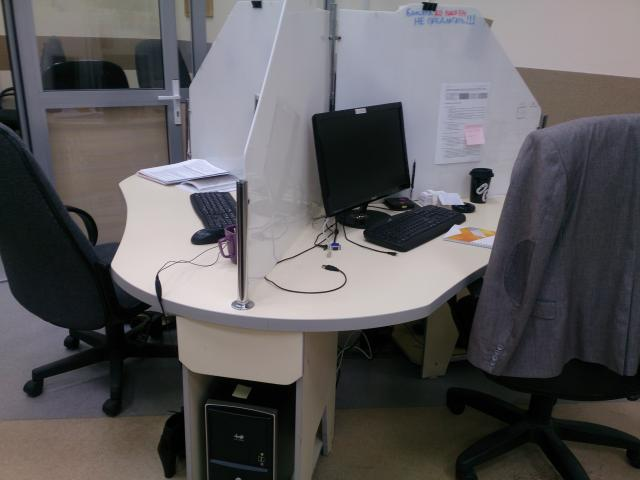 Продам: Стол трехместный компьютерный в офис