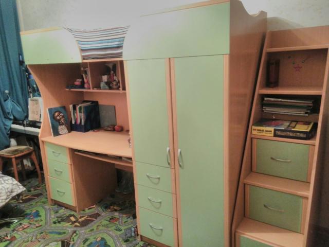 Продам Мебельный детский уголок
