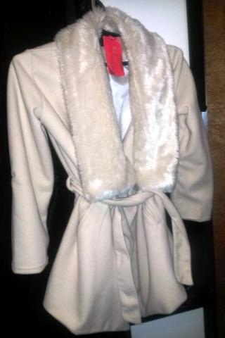 Продам пальто и платье для девушки или женщины