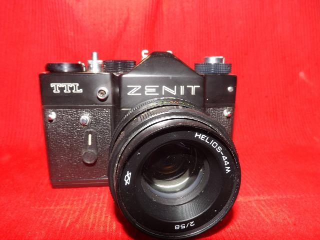 Продам зеркальный фотоаппарат