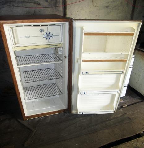 Продам холодильник с морозилкой