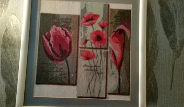 Продам Картины вышитые крестиком 9 шт.