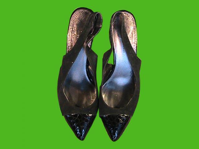 Продам 2 пар босоножек женских 39,40 размера бу