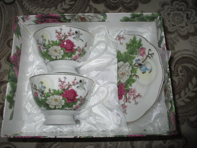 Продам Чашки чайные + подарок