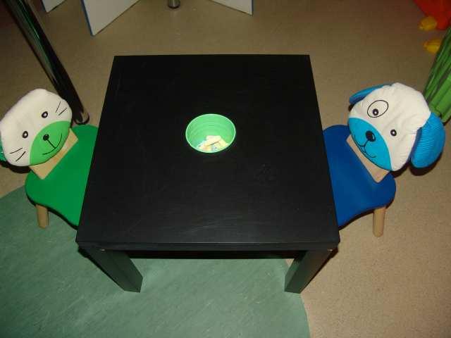 Продам Столик для рисования мелками со стульями