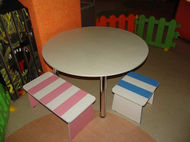 Продам Стол с цветными лавочками