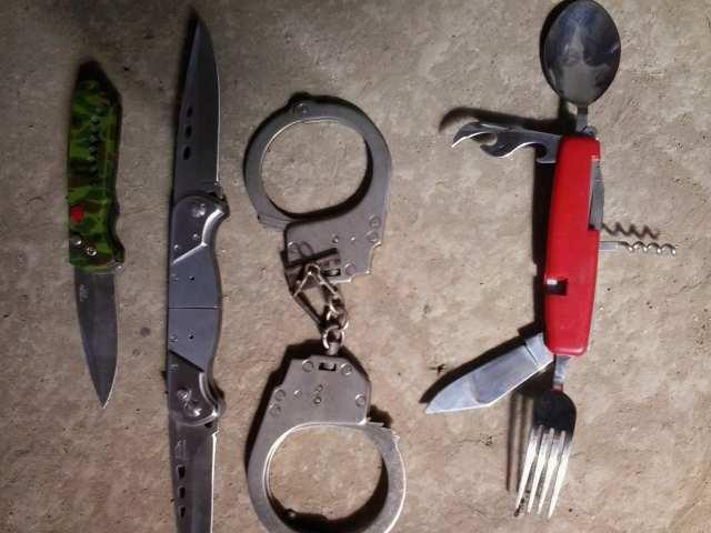 Продам Продам складные ножи и наручники