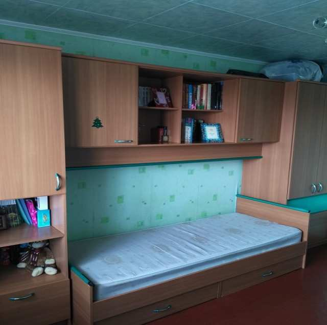 Продам: Мебель для детской (шкафы+ кровать+стол)